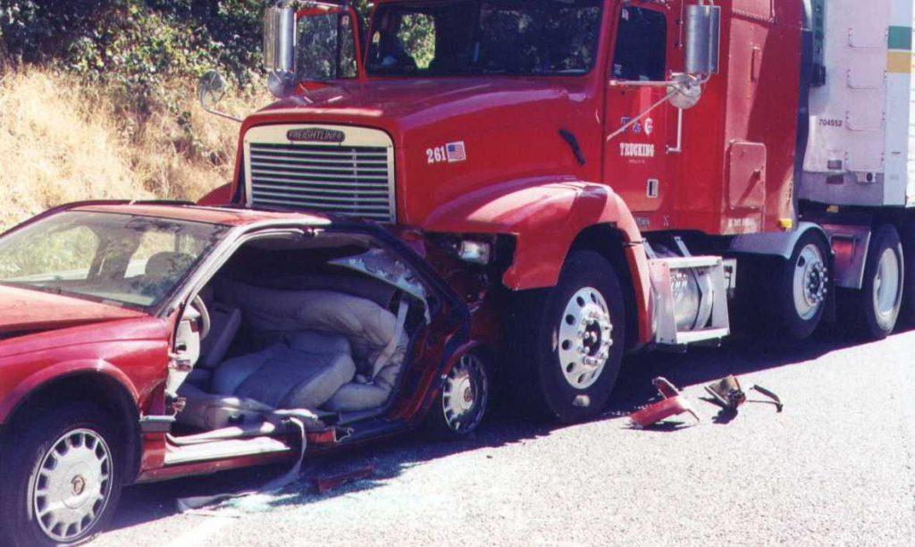 El Mejor Bufete Legal de Abogados de Accidentes de Semi Camión, Abogados Para Demandas de Accidentes de Camiones Pasadena California