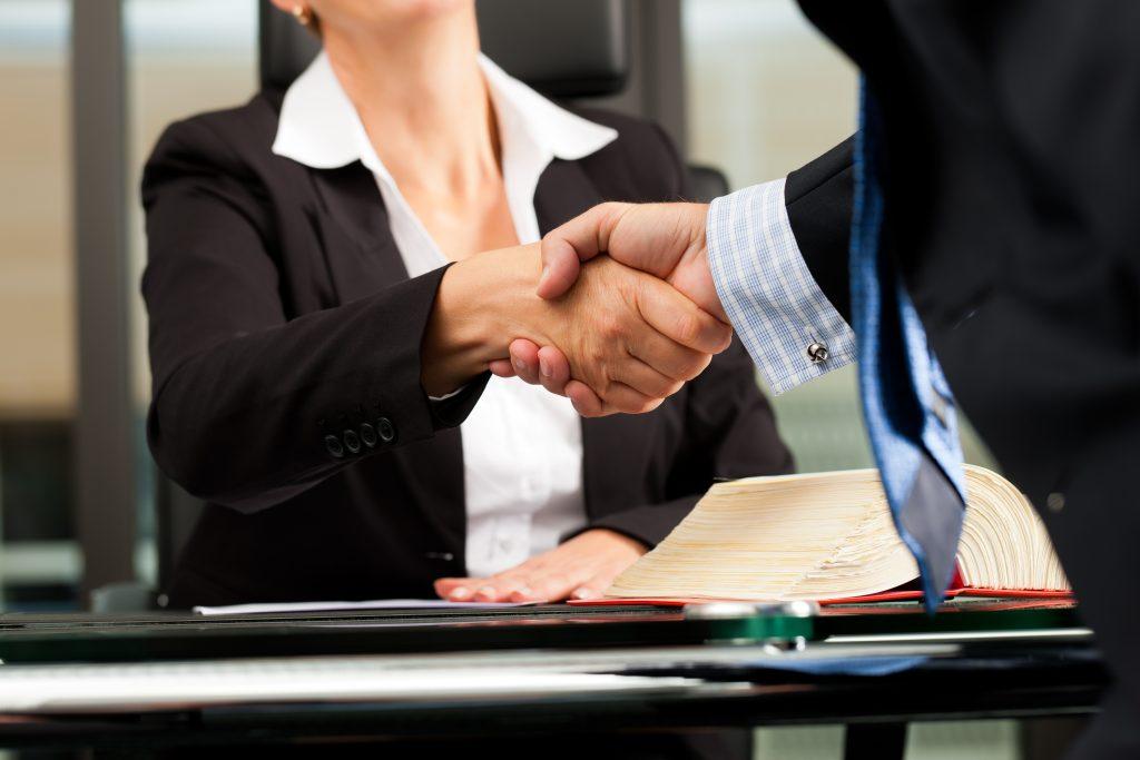 La Mejor Firma Legal de Abogados en Español de Acuerdos en Casos de Compensación Laboral, Mayor Compensación de Pago Adelantado en Pasadena California